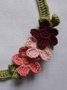 Little Treasures: Flower Necklace - free pattern {updated} (turn it into a headband?)