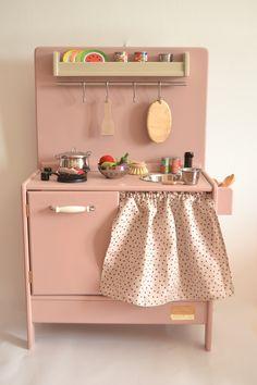 Wooden toy kitchen. BAM model #woodentoy #woodenkitchen #macarenabilbao