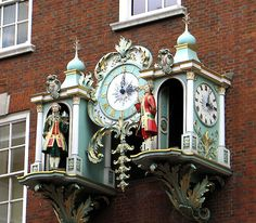 The english way with clocks, Fortnum and Mason's in London's Piccaddilly, Time for Tea, Me Thinks