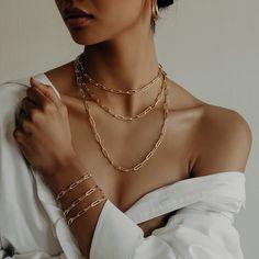 Classy Aesthetic, Beige Aesthetic, Jewelry Model, Photo Jewelry, Jewelry Photography, Fashion Photography, Classy Photography, Boyfriend Necklace, Photographing Jewelry