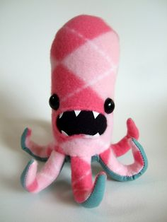 He's gonna oh-nom-nom you! (Argyle Octopod by OopisNein. Book Crafts, Fun Crafts, Arts And Crafts, Sewing Crafts, Sewing Projects, Craft Projects, Plush Animals, Stuffed Animals, Contemporary Embroidery
