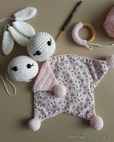 Naninha Forrada Girafa W. Diy Crochet Toys, Crochet Lovey, Crochet Teddy, Crochet Gifts, Baby Blanket Crochet, Crochet Projects, Crochet Bear Patterns, Amigurumi Patterns, Crochet Security Blanket