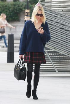 Fearne cotton chunky sweater and plaid skirt with opaque tights. Outfits Otoño, Skirt Outfits, Fall Outfits, Fashion Outfits, Fashion 2017, Fasion, Fearne Cotton, Brunch Outfit, Tartan