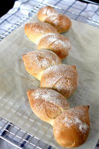 Lorraine Pascal féle francia kenyér – pain d'epi, recept Pastry Recipes, Cake Recipes, Bread Dough Recipe, Bread Shaping, Rustic Bread, Bread And Pastries, How To Make Bread, Food And Drink, Favorite Recipes