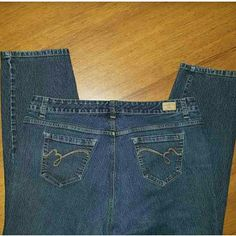 Bandolino Mandie jeans size 18W Bandolino Mandie jeans size 18W.. inseam is approximately 29 inches Jeans