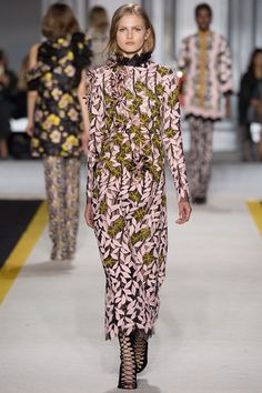 giambattista-valli-rtw-fw15-runway-low-res-43 – Vogue