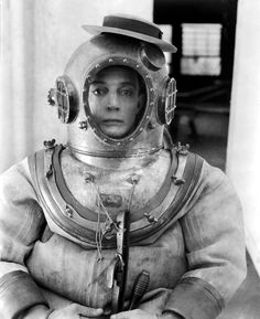 Buster Keaton    on the set of Navigator, 1924   via: Doctormacro