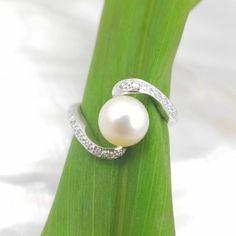 18k witgouden ring met parel en diamanten