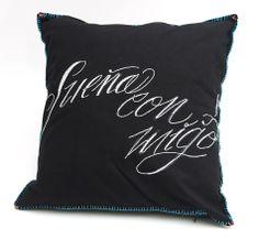 Éste y otros diseños de cojines elaborados por artesanas de Oaxaca puedes encontrar en la Lonja Mercantil Oaxaca 2013