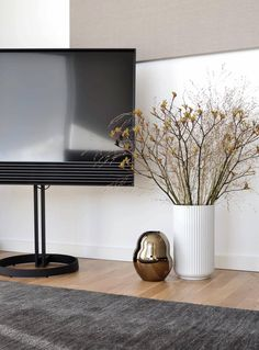 BeoVision Horizon on the floor stand complementing this beautiful interior! Best Interior, Interior Design, Interior Photo, Swivel Tv Stand, Bang And Olufsen, Living Room Modern, Apartment Design, Beautiful Interiors, Home Decor Inspiration