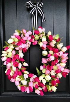 DIY Tulip Wreath. What a great spring wreath idea! http://www.smartschoolhouse.com/link-party/whimsy-wednesday-march-10 | DIY | Home Decor | Spring |