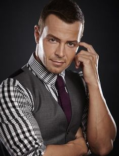 H-H-H-H-O-T-T! Joey Lawrence!