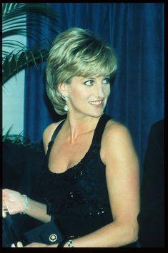 Princess Diana Dresses, Princess Diana Photos, Princess Diana Fashion, Princess Diana Family, Princess Of Wales, Princess Diana Hairstyles, Royal Princess, Lady Diana Spencer, Diana Haircut