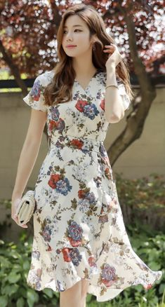 StyleOnme_Rose Print Wrap Style Flared Dress Source by hayleywhite Dresses Cute Dresses, Short Sleeve Dresses, Summer Dresses, Floral Dresses, Frock For Women, Shorts Longs, Wholesale Fashion, Ladies Dress Design, Chiffon Dress
