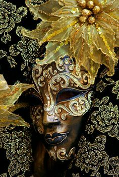 Be in the carnival. Venetian mask - I WILL go to Venice for Carnival before I die :) Venetian Carnival Masks, Carnival Of Venice, Venetian Masquerade, Masquerade Ball, Masquerade Attire, Masquerade Wedding, Venitian Mask, Costume Venitien, Venice Mask