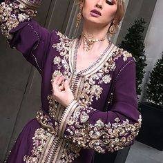 #caftan#caftan_moderne#caftan2018#chik#eligant#caftanmarocain#caftan_marocaine    #Regram via @caftan_style2018) Moroccan Caftan, Moroccan Style, Designer Wear, Kaftan, Girly, Sari, Indian, Clothes For Women, Blouse