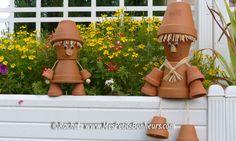 bonhommes en pots dans le jardin