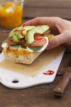 Lykkelig - mein Foodblog: Ciabatta mit Avocado, Mozzarella und Mango-Chutney