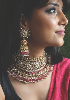 bridal jewelry for the radiant bride Indian Jewelry Sets, Indian Wedding Jewelry, Royal Jewelry, Bridal Jewellery, Gold Jewelry, India Jewelry, Diamond Jewellery, Indian Bridal, Jewelry Necklaces