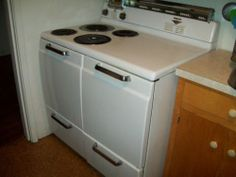 1950's Vintage Hotpoint Electric Stove | eBay. This is the stove my grandmother had.