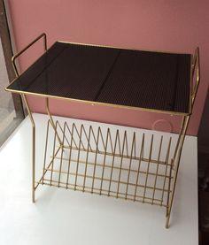vinyylilevyteline-pöytä 60 luvulta . korkeus 47 . leveys 49 . syvyys 38cm