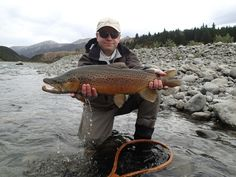 Alexander Bohusch 's Fly-fishing Pic of a Brown trout – Fly dreamers . Find the best Fly-fishing photos, videos, fly-tying instructions and more in Fly dreamers, the fly-fishing network with anglers from around the globe. Salmon Fishing, Trout Fishing, Kayak Fishing, Fishing Tips, Fishing Boats, Fishing Stuff, Fly Fishing Basics, Fly Casting, Lakes