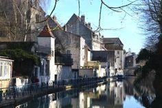 Franche-Comté, Jura, la maison de Louis Pasteur est située à Dôle au bord du Canal des Tanneurs. Cela vous tente ? Bontourism® vous emmène sans plus attendre.