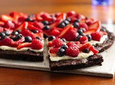 Brownie & Berries Dessert Pizza- looks sooo good!!