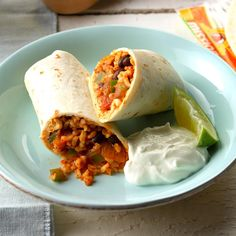 Skip the drive-thru but not a quick and easy dinner with these Taco Bell copycat recipes! From stuffed burritos to crunchy tacos and, of course, nacho fries, get your favorite Taco Bell order, right at home. Mexican Dishes, Mexican Food Recipes, Dinner Recipes, Drink Recipes, Best Vegetarian Recipes, Vegetarian Lunch, Meatless Recipes, Paula Deen, Quesadillas