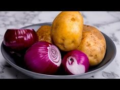 4 patatas y 3 cebollas. Barato, sencillo y rápido! | Gustoso.tv - YouTube Pogaca Recipe, Spanish Cuisine, French Dishes, Hungarian Recipes, Omelette, Vegetable Side Dishes, Cheap Meals, International Recipes, Family Meals