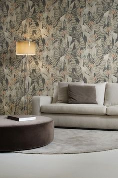 Parrots and bird of paradise flowers nestle among variegated tropical leaves and fronds on this faux-linen texture wallpaper design Hallway Wallpaper, Kitchen Wallpaper, Green Wallpaper, Vinyl Wallpaper, Textured Wallpaper, Feather Wallpaper, Wallpaper Ideas, Bird Bedroom, Arte Wallcovering