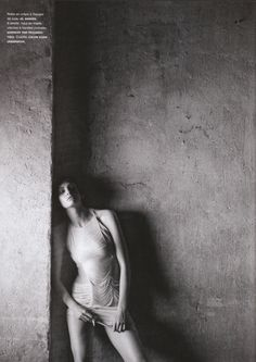 Sometimes all you need is a wall...and bold composition. Heidi Mount by Peter Lindbergh for Numero # 100 February 2009