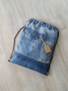 Excellent Photo Turnbeutel Tips I love Jeans ! And a lot more I want to sew my very own Jeans. Next Jeans Sew Along I am likely to Artisanats Denim, Denim Purse, Denim Backpack, Jean Diy, Estilo Jeans, Diy Mode, Mode Jeans, Denim Ideas, Denim Crafts