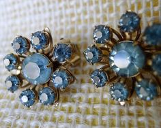 Vintage Juliana Style Blue Chaton Rhinestone Clower Clip Earrings, Unsigned Metal and Glass 1940s 1950s Mid Century Vintage Jewelry Sparkle - pinned by pin4etsy.com