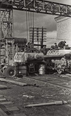 A makeshift maintenance facility, inside a rail yard area, active with crews providing major repairs on a command variant Panther with the turret removed. Ww2 Pictures, Military Pictures, Ww2 Photos, Tiger Tank, Ww2 Tanks, Military Diorama, Battle Tank, Armored Vehicles, War Machine