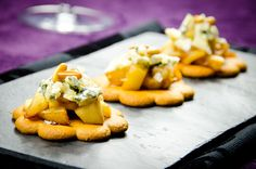 Galletas con pera y roquefort