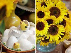 Páscoa - decoração de mesa de almoço alegre em amarelo - arranjo de girassol ( Flores: Lucia Milan )