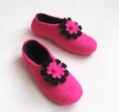 Felted slippers Hot Pink Black with Daisy Roses In case by ekohaus, $74.00