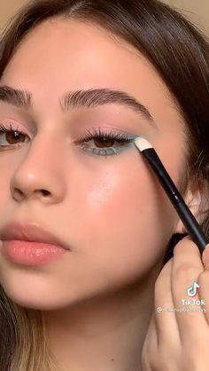 Edgy Makeup, Makeup Eye Looks, Eye Makeup Art, Natural Eye Makeup, Skin Makeup, Eyeshadow Makeup, Makeup Inspo, Natural Makeup Tutorials, Natural Makeup Products