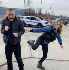 Tracy Spiridakos Tracy Spiridakos, Jason Beghe, Chicago Pd, Facial Expressions, Hilarious, Sporty, Caption, Conversation, Twitter