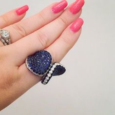 Cold hands? I recommend wrapping your fingers in @andreolifinejewelry sapphires and diamonds.  #finejewelry #sapphire #diamonds #sapphires #rings