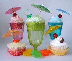 cute! what a fun way to present the cupcakes!