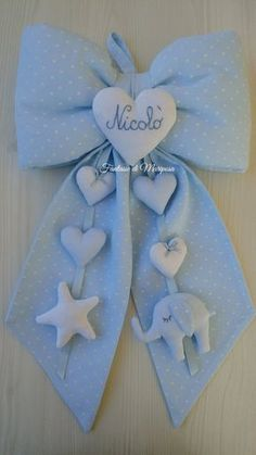 Trendy baby gifts welcome 64 ideas Diy Baby Gifts, Baby Crafts, Felt Crafts, Diy And Crafts, Baby Kranz, Baby Mobile, Felt Baby, Baby Birth, Baby Room Decor