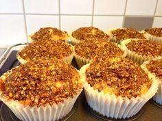 Rabarbermuffins med knäckig kaneltopping Raw Food Recipes, Sweet Recipes, Baking Recipes, Dessert Recipes, Best Rhubarb Recipes, Breakfast Basket, Swedish Recipes, Dessert Drinks, No Bake Desserts