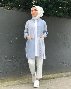 Image may contain: 1 person standing Tesettür Jean Modelleri 2020 Stylish Hijab, Casual Hijab Outfit, Hijab Chic, Casual Outfits, Modern Hijab Fashion, Muslim Fashion, Modest Fashion, Fashion Outfits, Fancy Dress Design