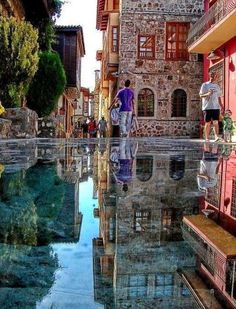 Incredible Pictures: The Amazing Stone Mirror in Istanbul , Turkey