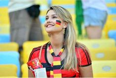 10 More Countries with the Hottest Football Fans! Soccer Players Hot, Girls Soccer Team, Football Girls, Soccer League, Football Wags, Hot Football Fans, Soccer Fans, Soccer Usa, Lionel Messi