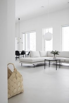 Home Interior Company Tydellinen sohva Home Living Room, Living Room Designs, Living Room Decor, Dining Room, Minimalist Interior, Minimalist Home, Home Interior, Decor Interior Design, Living Room Inspiration
