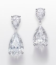 10 of the biggest diamonds seen in fine jewelry collections this July Emerald Jewelry, High Jewelry, Luxury Jewelry, Jewelry Stores, Silver Jewelry, Jewelry Companies, Chopard Earrings, Gold Earrings, Drop Earrings