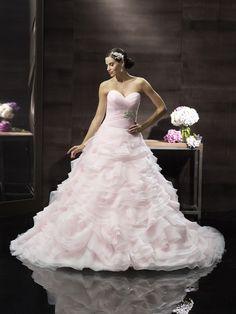 Μα, δε θα το φορούσατε;  Ροζ προσκλητήρια γάμου στις αποχρώσεις του φορέματός της - http://www.lovetale.gr/wedding/wedding-invitations?atr_color=51